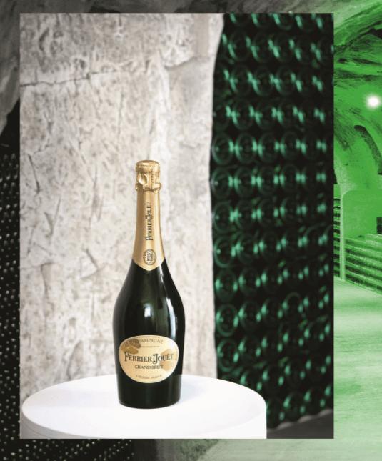 Photo de la nouvelle bouteille de Perrier Jouet sur une petite table dans une cave de Champagne
