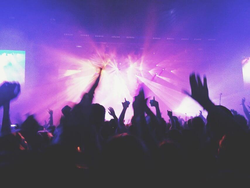 concert-1149979_960_720-854x641