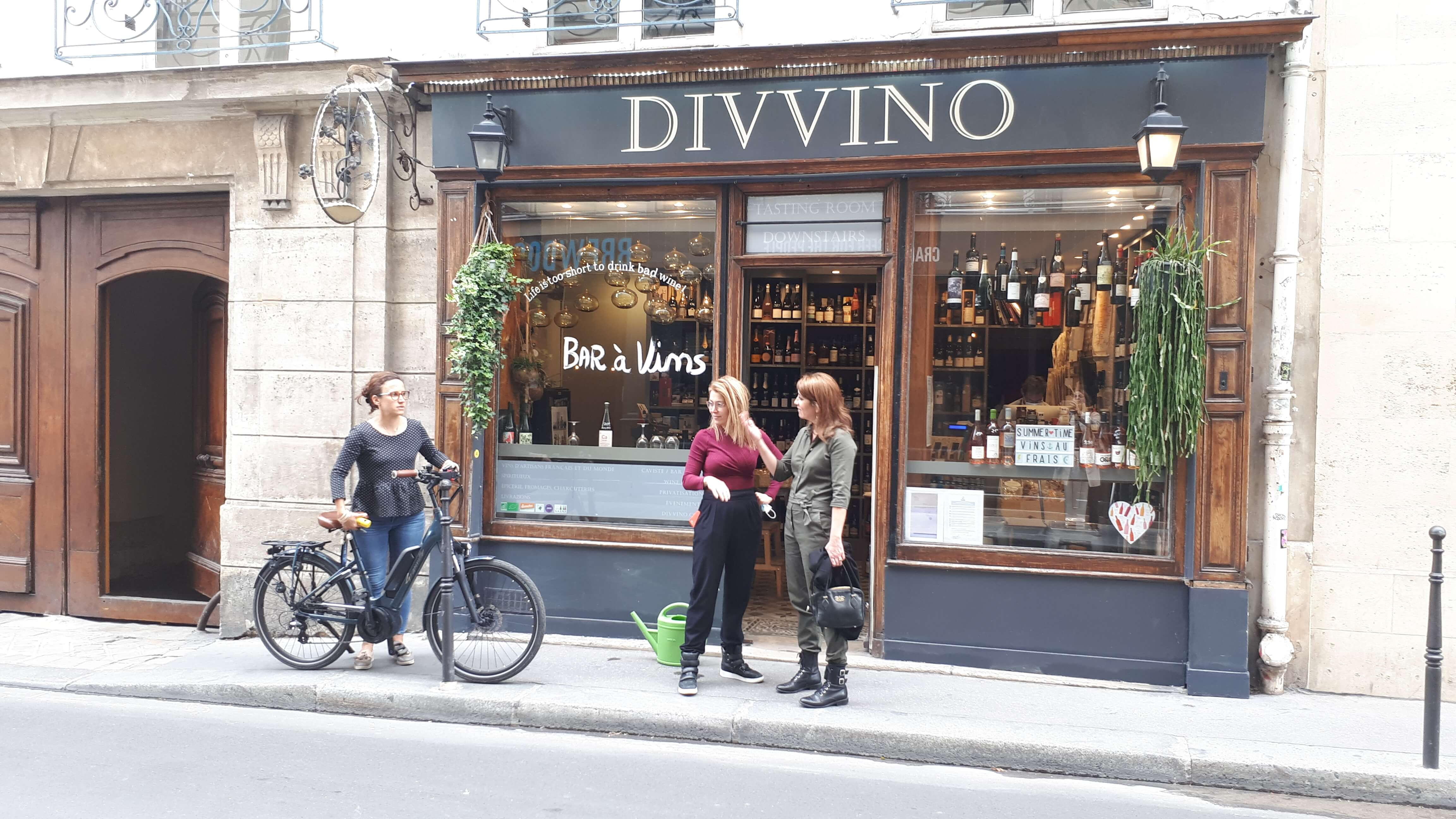 Scene de vin Caviste Divvino Juillet 2020