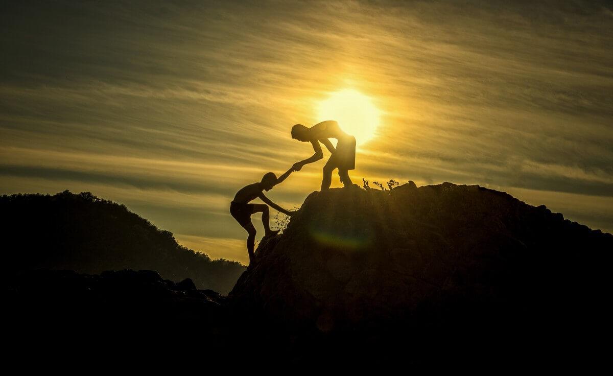 adventure_height_level_arm_assistance_athlete_boys_challenge_cliff-1026034